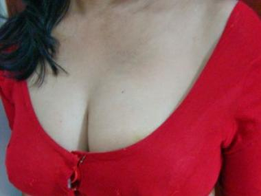 Hot_Pooja Webcam